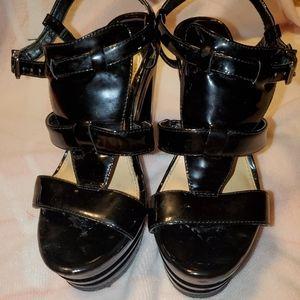Patent leather Gianni bini high heel platform shoe